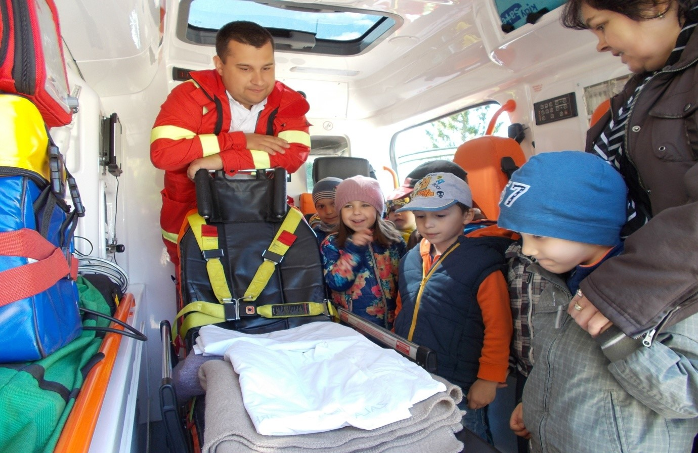 ovi-mentők napja3